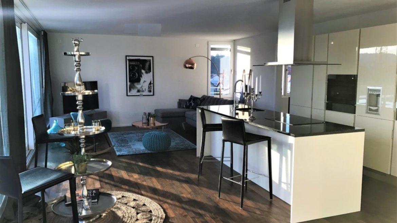 fahrwangen 2 schlafzimmer attika wohnung cosmopolitan apartments. Black Bedroom Furniture Sets. Home Design Ideas